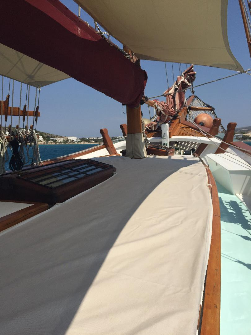 visit-cyclades_private-cruise_paros-islands_boat-12