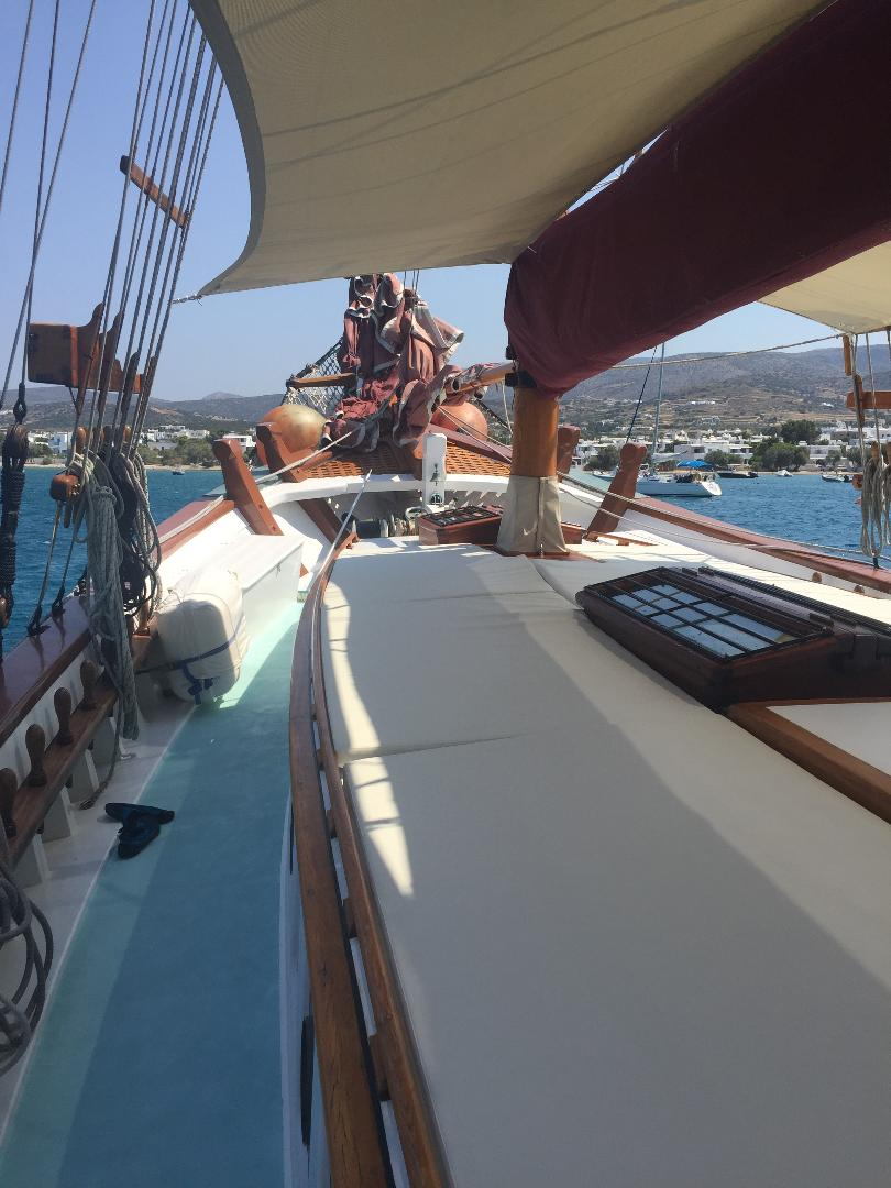 visit-cyclades_private-cruise_paros-islands_boat-14