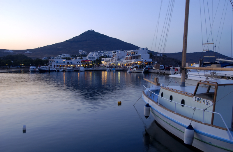 visit-cyclades_special_packages_family_paros_001