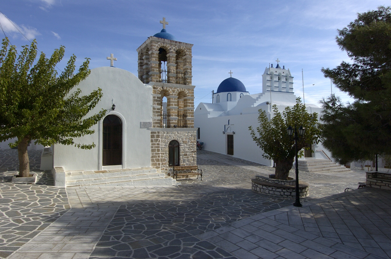 visit-cyclades_special_packages_family_paros_church