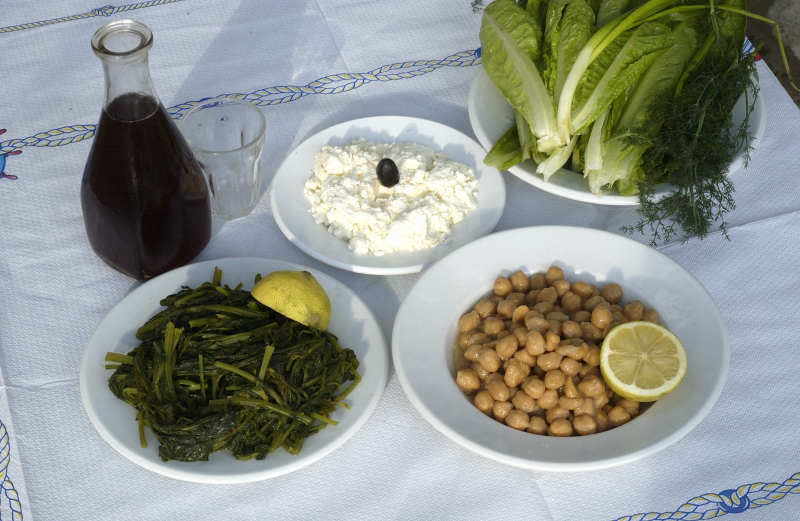 visit-cyclades_special_packages_family_paros_food