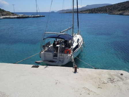 visit-cyclades_special_packages_family_paros_sailing_003